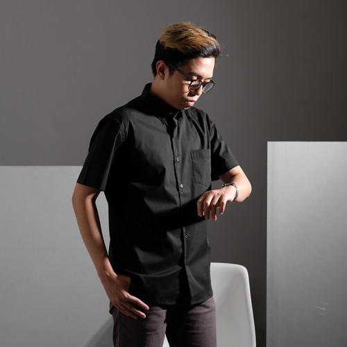 Foto Produk Coop Design - Glenn Kemeja Formal Lengan Pendek Pria - Hitam, M dari Coop Design