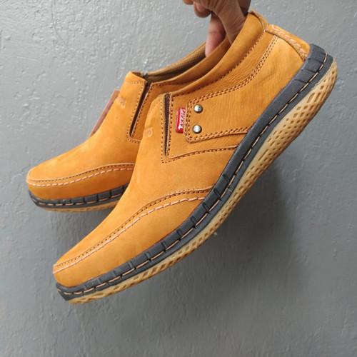 Foto Produk Kickers Sepatu Casual Pria Bahan Kulit Asli Jenis Nubuck (kulit balik) dari rif&lif store