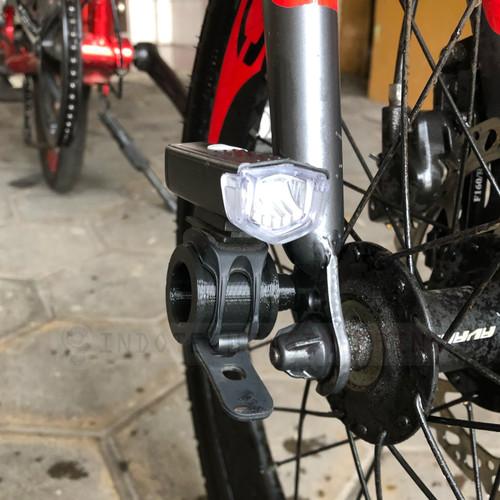 Foto Produk Bracket Dudukan Fork Lampu Sepeda Quick Release dari Indotech Engineering