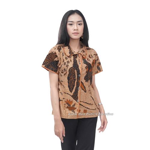Foto Produk Kemeja Batik Wanita Lengan Pendek Warna Coklat Kancing Depan - S dari BATIK DUA PUTRI