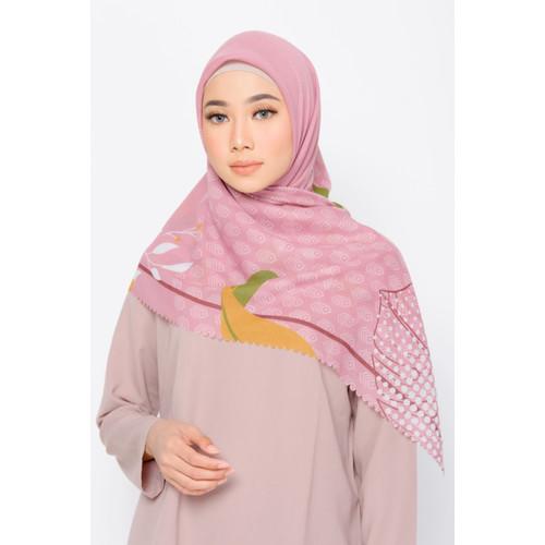 Foto Produk ZM Zaskia Mecca - Burung Merak Dusty Pink Scarf Kerudung Segi Empat dari Zaskia Mecca Official