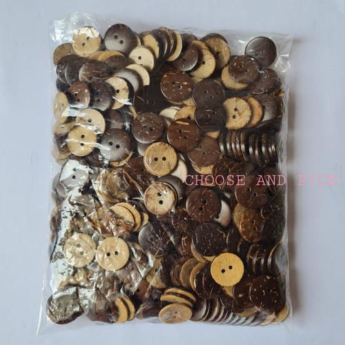 Foto Produk Kancing batok kelapa craft / Kancing baju kayu / kanci - 28L (1,8cm) dari Choose and Pick