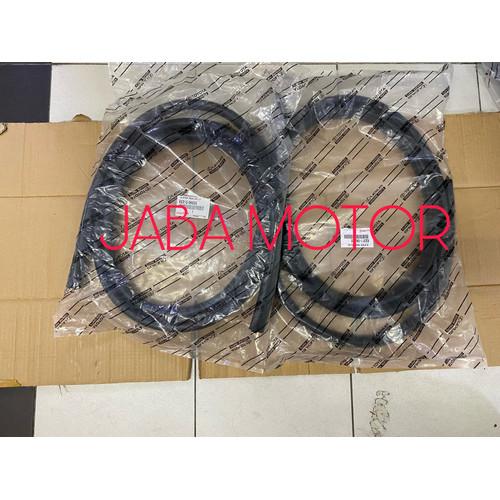 Foto Produk Karet bodi-Karet body Innova pintu depan kiri kanan original dari JABA MOTOR TOYOTA