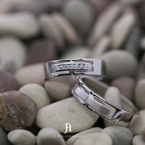 Foto Produk Adora Wedding Ring - Wedding Ring - Jewelleryanda - 10 dari jewelleryAnda_