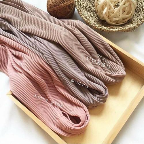 Foto Produk hijab plisket pashmina ceruty babydoll import tanpa garis tengah - broken white dari Mafazahijab9