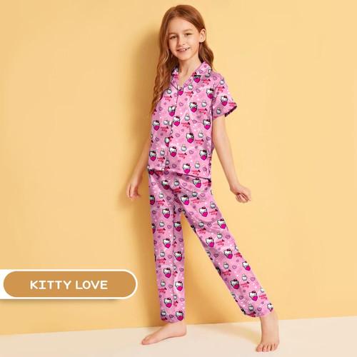 Foto Produk Piyama Anak Laki Laki / Perempuan Usia 10-12 Tahun (Size 12) Karakter - Kitty Love dari Sprei Murah Shop
