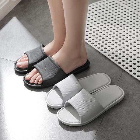 Foto Produk Sandal Rumah Sandal Kamar Mandi Pria Anti Selip - Abu-abu, 40/41 dari Alomishop
