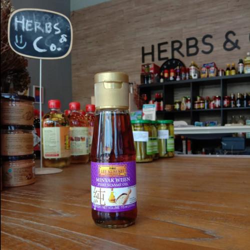 Foto Produk Lee Kum Kee Sesame Oil / Minyak Wijen 115 ml dari Herbs & Co - Gourmet Grocer