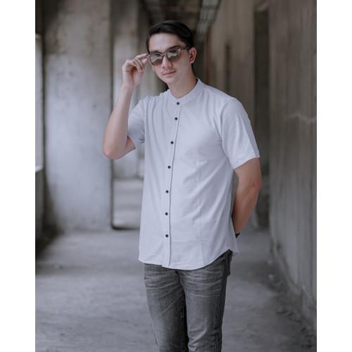 Foto Produk Kemeja Polos Pria Ciangi Lengan Pendek Kerah Sanghai Lacos   BROGUY - Putih, L dari BROGUYID