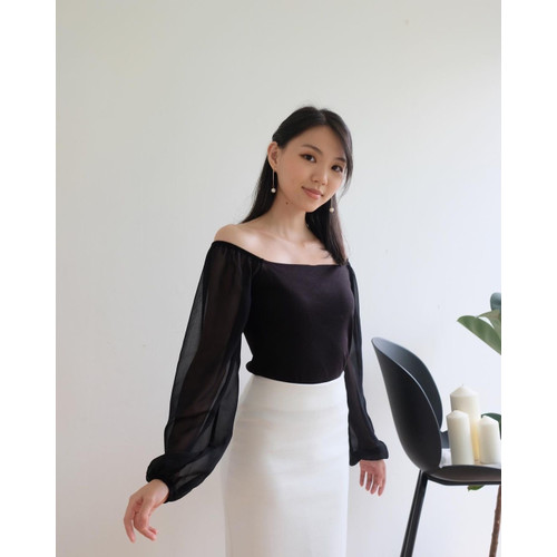 Foto Produk Top Sabrina Lengan Panjang Chiffon - Oni Long Shoulder Top - Hitam, S dari Lexyno_id