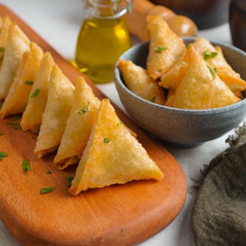 Foto Produk Samosa / Sambosa Keju Frozen isi 10pcs Halal Murah dari Frozz Bite Frozen Food