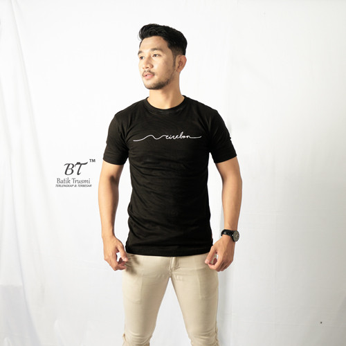 Foto Produk BATIK TRUSMI x Kiris kaos khas cirebon hitam - S dari BT Batik Trusmi Cirebon