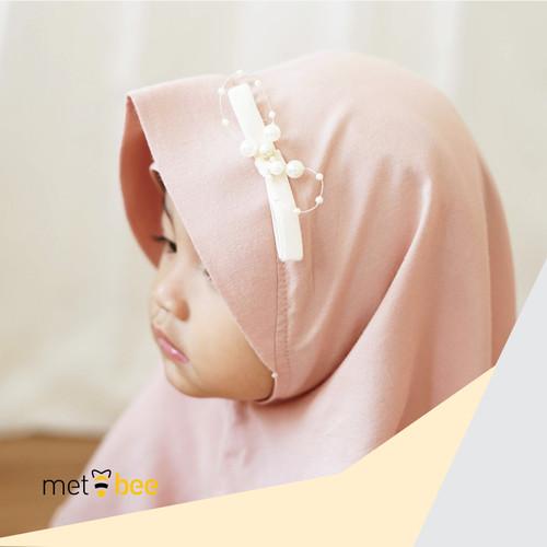 "Foto Produk Hijab Instant Anak - Qamilla ""The Mubarak Series"" - Light Peach, S dari Metbee Indonesia"