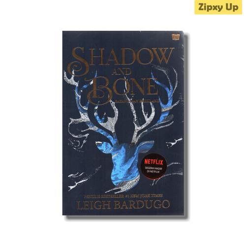 Foto Produk Buku Shadow And Bone : Bayang dan Belulang - Leigh Bardugo dari Zipxy Up