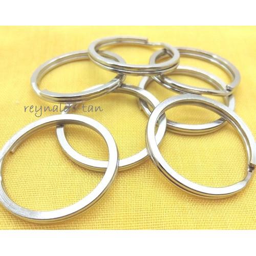 Foto Produk 144 Pcs Ring Gantungan Kunci Gepeng Tebal Diameter 2cm dari reynaldo-tan