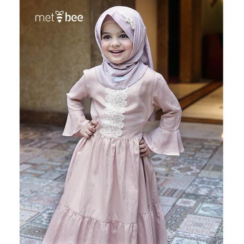 """Foto Produk Gamis Anak Nafeesha - Light Peach """"The Mubarak Series - 1 dari Metbee Indonesia"""