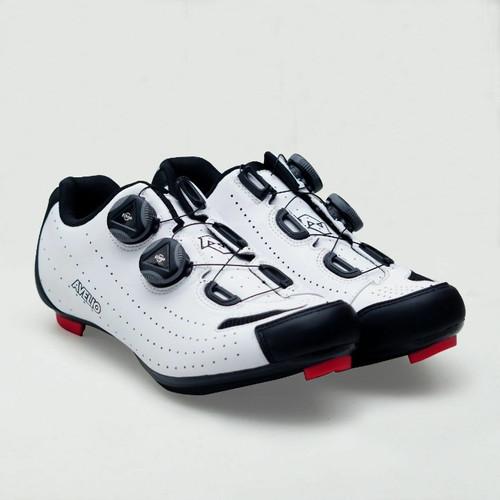 Foto Produk Sepatu Roadbike Avelio - Putih, 43 dari sixteengear