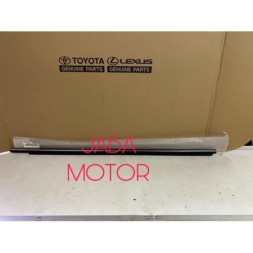 Foto Produk Pelipit pintu-Pelipit kaca Camry SXV20-MCV20 1999-2001 depan kanan ori dari JABA MOTOR TOYOTA
