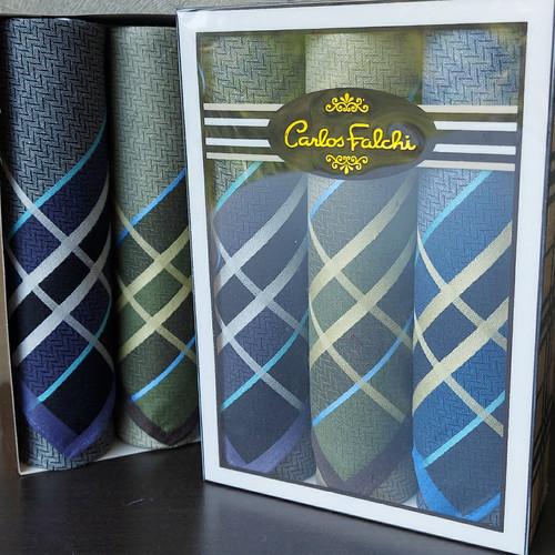 Foto Produk Sapu Tangan Pria Carlos Falchi - Seri Gelap dari M n M Towel Home Style