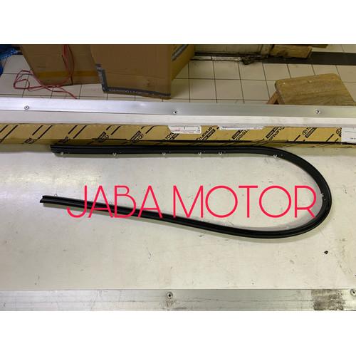 Foto Produk Karet kap mesin Hilux-Karet lis grill depan Hilux 2011-up ori dari JABA MOTOR TOYOTA