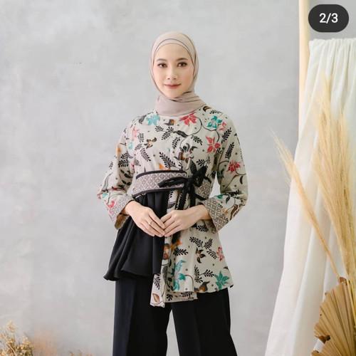 Foto Produk Atasan Batik Wanita Kerja Blouse Kantor Modern dan Terbaru. - Hitam, L dari Batikjoyoberkah