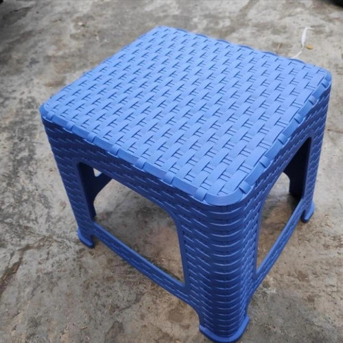 Foto Produk GP Bangku Tanaman Jongkok Rotan(Sahara)warna bervariasi/Bangku Plastik - Biru dari GrosirPot