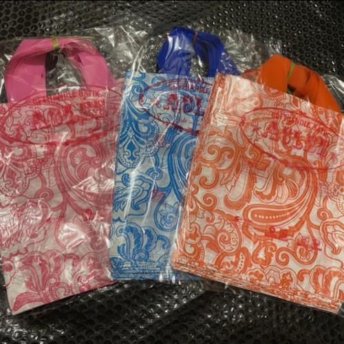 Foto Produk isi 50pcs soft handle batik 25x35 / kantong plastik Gagang - batik 25x35 dari Mantul Plasindo