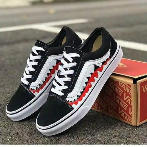 Foto Produk Sepatu Vans Authentic Hitam putih sneakers pria wanita sekolah skate - vans bepe shark, 39 dari Reven Fashion Shop