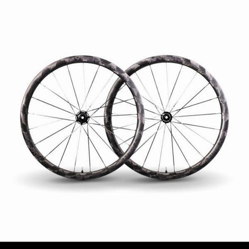 Foto Produk WINSPACE HYPER WHEELS Carbon Wheelset 700c Disc Brake incl Ban - 50mm dari IndoWebstorecom