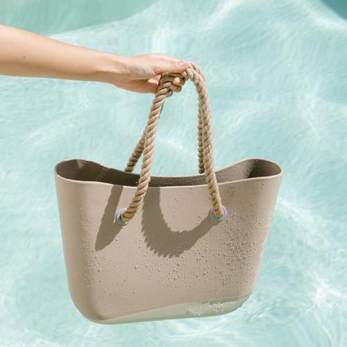 Foto Produk Lee Vierra Wet Bag, Tas Pantai Tahan Air - Taupe dari Lee Vierra