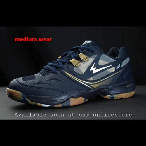 Foto Produk EAGLE JET PRO Sepatu Olahraga Badminton - BiruTua / Emas, 38 dari Medium_wear