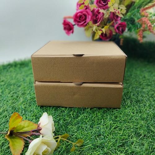Foto Produk Kotak Dos Kardus Custom Hampers Polos Eflute 17 x 17 x 5 dari Rahmah Tas Kertas dan Kemasan