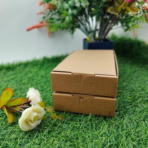 Foto Produk Kotak Dos Kardus Custom Hampers Kecil Polos Eflute 10,5 x 21 x 3 dari Rahmah Tas Kertas dan Kemasan