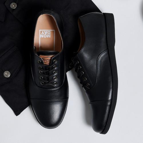 Foto Produk OXFORD FULL BLACK |ManNeedMe x Monday| Sepatu Pantofel Pria Formal ORI - Full Hitam, 39 dari ManNeedMe