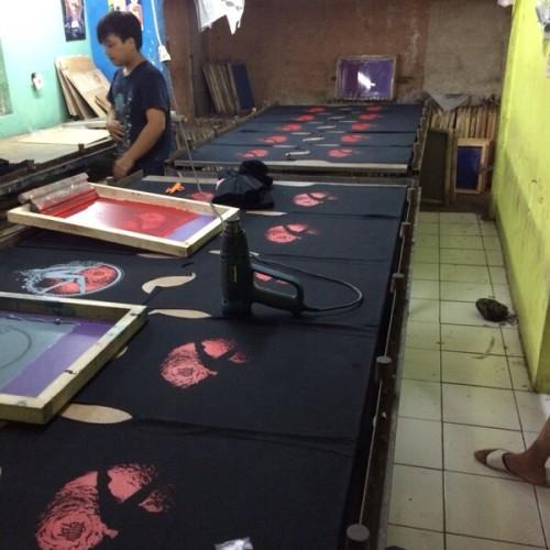 Foto Produk Konveksi Vendor Makloon Kaos Sablon Jahit Bandung dari Dion Si Murmer