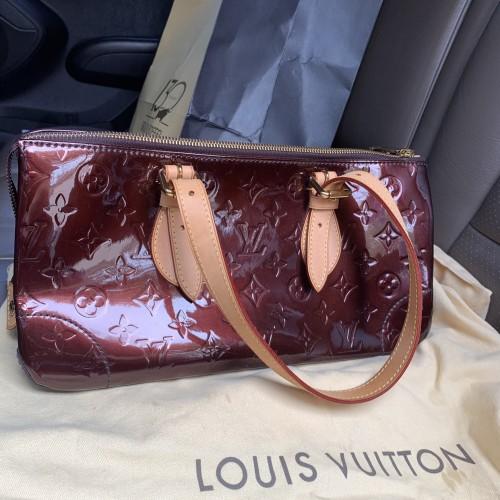 Foto Produk Louis Vuitton Rosewood Avenue Monogram Vernis Amarante Lv dari AMORETTE SHOP