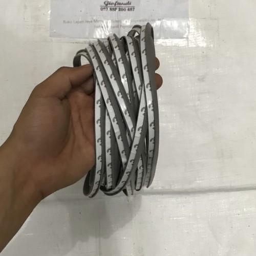 Foto Produk Karet list bodykit / karet fender / karet sapkbor - Putih dari Setia Jaya Rubber
