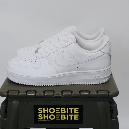 Foto Produk Nike Air Force 1 Low Full Triple White Women dari shoebite_