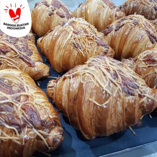 Foto Produk Don Bakeshop Croissant - Triple Cheese Croissant dari Don Bakeshop