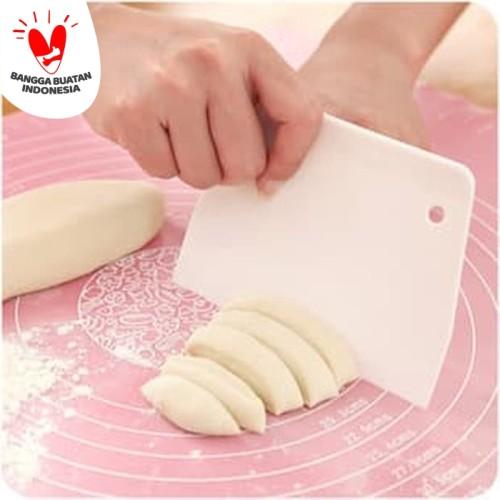 Foto Produk AD108 Pisau Plastik Pemotong Adonan Bakpao Roti / Dough Scraper Cutter dari Techmark