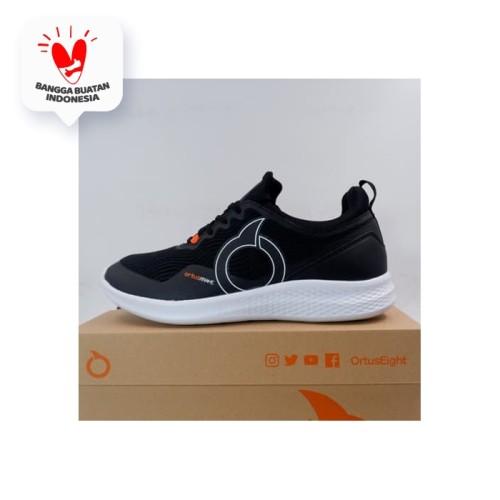 Foto Produk Sepatu Lari/Running OrtusEight Cereza Black White 11030042 Original dari KING OF DRIBBLE