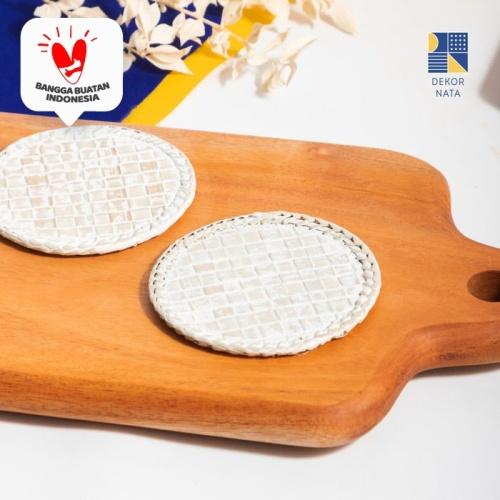 Foto Produk Wif Coaster / Tatakan Gelas Anyaman - Putih dari Dekornata