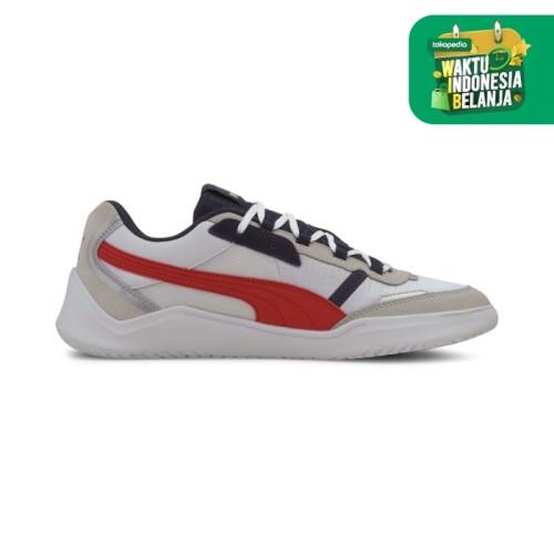 Foto Produk Puma DC Future White High Risk Red Basics Shoes-37302202 - 7.5 dari Puma Official Store
