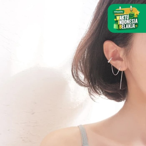 Foto Produk Dear Me - Claire Earrings (925 Sterling Silver with Gold Plating) dari Dear Me Jewelry