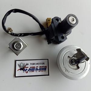 Foto Produk kunci kontak set tutup tanki kunci jok ori honda cbr 250r ND9113 dari ikamawar