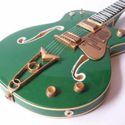 "Foto Produk Miniatur Gitar Gretsch ""GOAL IS SOUL"" Bono U2 dari Exclusive Miniature"