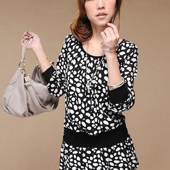 Foto Produk black+white cute blouse dari Yupi
