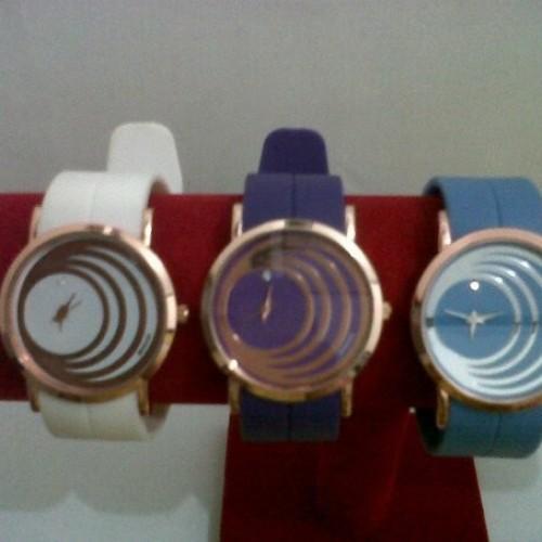 Foto Produk Jam Monol Spin Gold dari PinkyPink.Shop