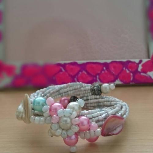 Foto Produk Gelang Memory Wire Manik Kerang Mutiara Putih, Biru, Pink dari MilagrosMart
