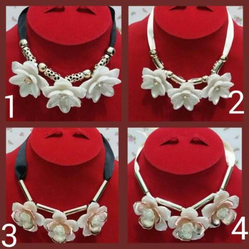 Foto Produk Kalung Pita Bunga Mawar Putih dari Mulia_Shop